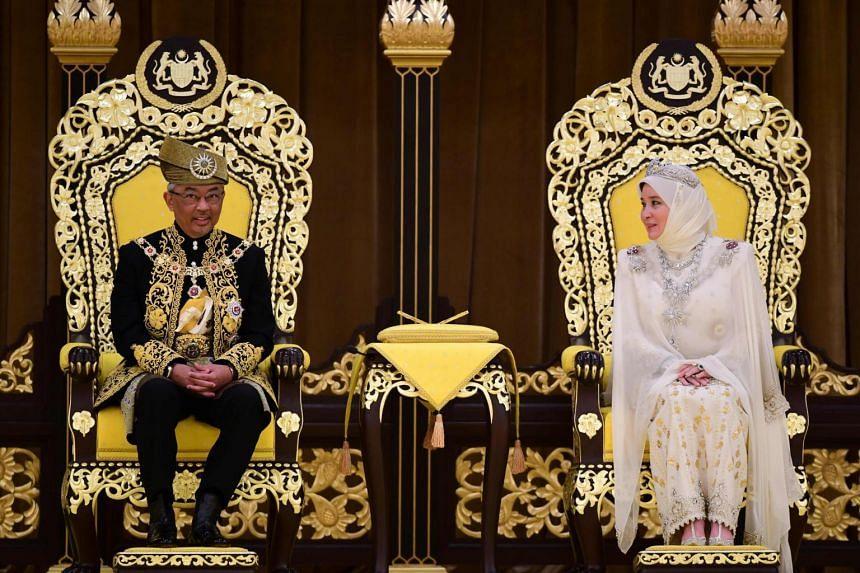 The ceremony began with the arrival of Sultan Abdullah Ri'ayatuddin and his Queen, Tunku Azizah Aminah Maimunah Iskandariah Sultan Iskandar.