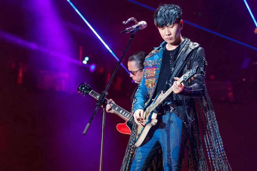 JJ Lin revealed what he had to endure while performing in hot conditions in Xiangyang in China over the weekend.