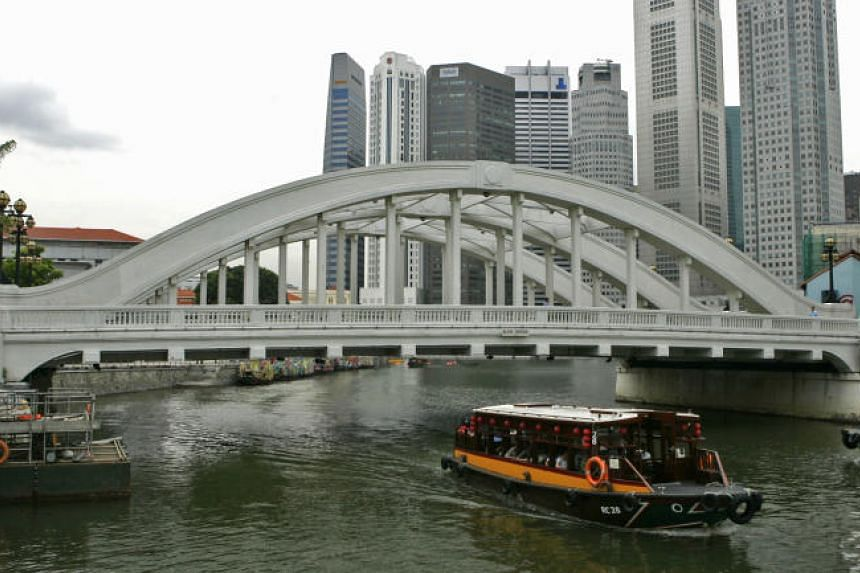 Elgin Bridge was built on the site of the first footbridge (dating back to the 1820s) to be ever constructed in Singapore.