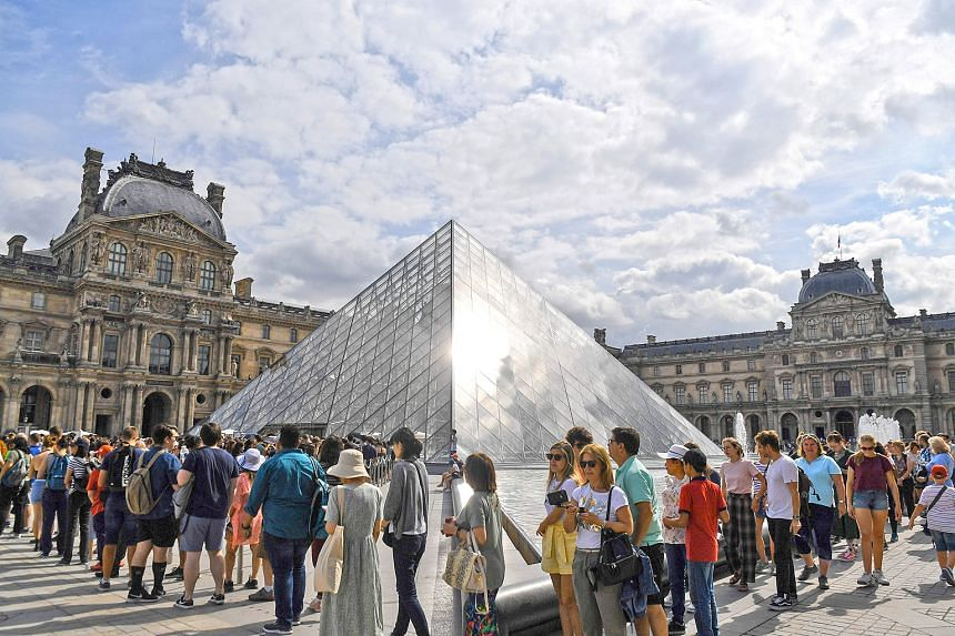The heavy influx of tourists this summer has spurred the Louvre museum to handle overcrowding by making reservations mandatory by the year end.