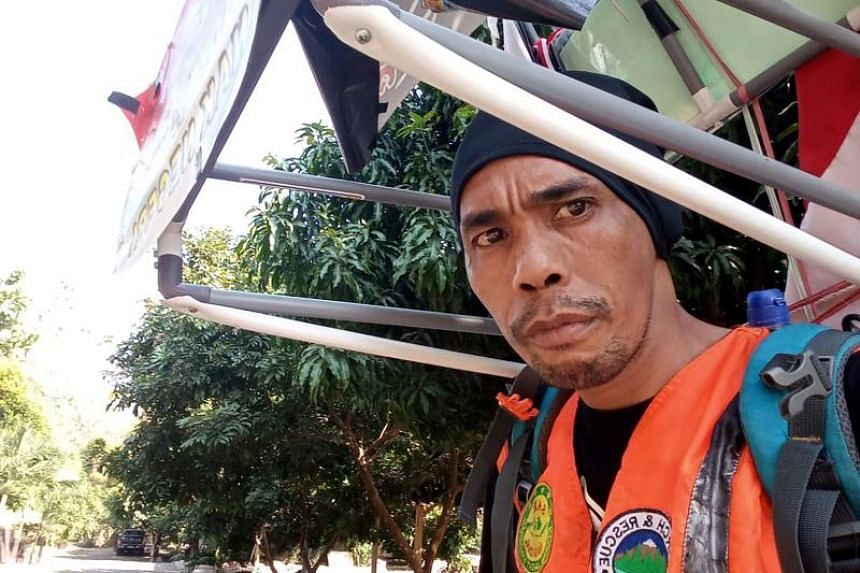 Medi Bastoni walks 20 to 30 km backwards every day under the scorching sun, with a rear-view mirror attached to his backpack to avoid bumping into objects.