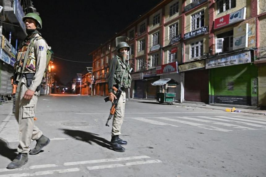 Indian paramilitary troopers at a roadblock at Maisuma locality in Srinagar on Aug 4, 2019.