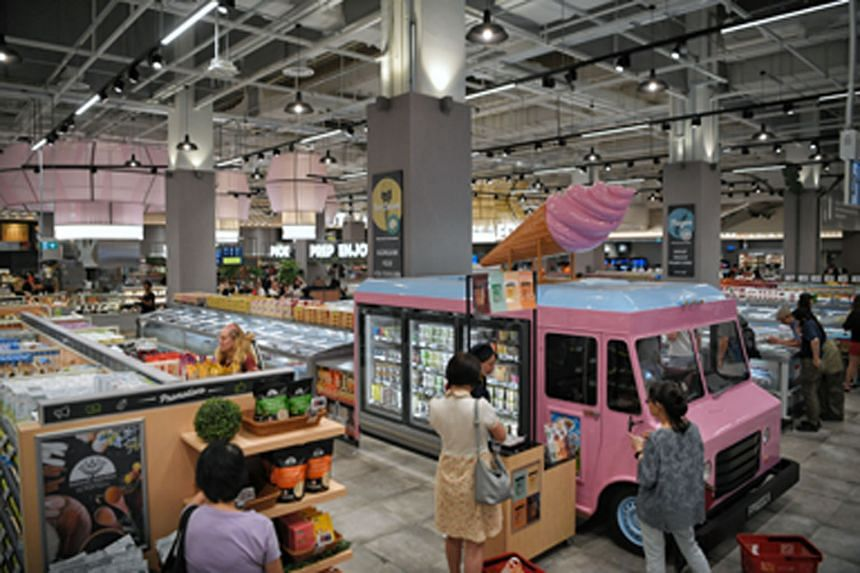 Besides an ice cream truck and a play castle for children, the FairPrice Xtra outlet in VivoCity has an in-house vegetable farm. A special corner has also been set aside for local enterprises to promote their goods.