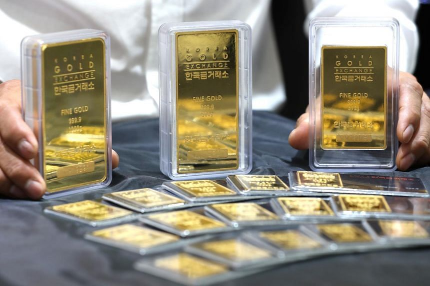 Gold holds ground above $1,500 on trade tensions