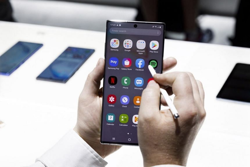 Samsung's iconic stylus pen, or the S Pen, has also been upgraded to be able to do new tasks, such as converting air gestures to various tasks on their phone screens.
