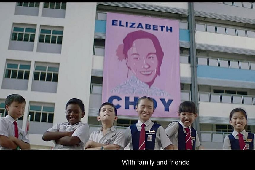Singtel's music video, showing national para-swimmer Toh Wei Soong and two others, is sung by Sam Willows' Benjamin and Narelle Kheng. StarHub's National Day video features primary school pupils and honours war heroine Elizabeth Choy (banner) and two
