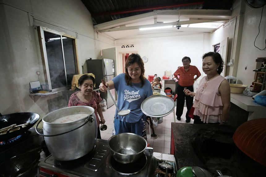 Left: Madam Molly Chua (centre), who now works as a property agent, helping to prepare vegetarian meals as temple volunteers and devotees look on. The temple serves free vegetarian meals on the first and 15th of each month of the lunar calendar. Abov