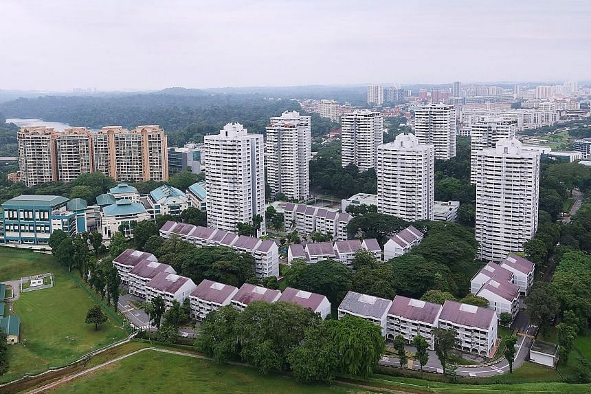 Braddell View, which is on a 1.14 million sq ft hilltop site overlooking MacRitchie Reservoir Park, comprises two commercial units and 918 apartments.