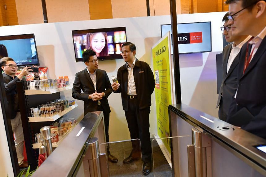 Pick & Go director Alex Ng explaining how his unmanned booth works to Trade and Industry Minister Chan Chun Sing at the Singapore Retail Industry Conference and Exhibition 2019.