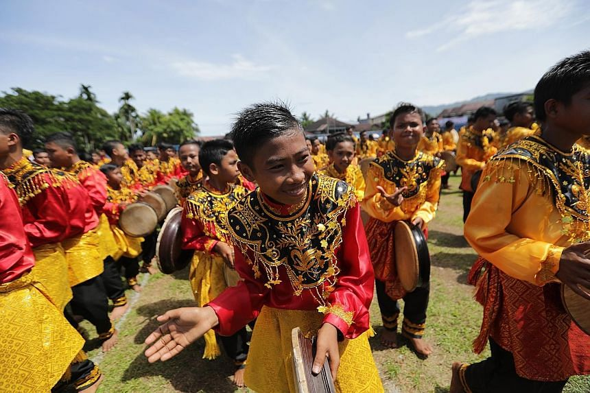 More than 2,000 boys dressed in colourful traditional costumes took part yesterday in a mass dance in Aceh's capital city, Banda Aceh, to mark Indonesia's Independence Day. The 2,019 teenagers, one for each year, lined up playing the tambourine-like