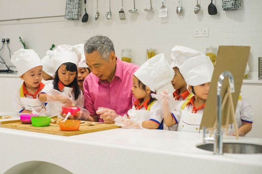 PM Lee with pre-schoolers from PCF Sparkletots @ Punggol North.