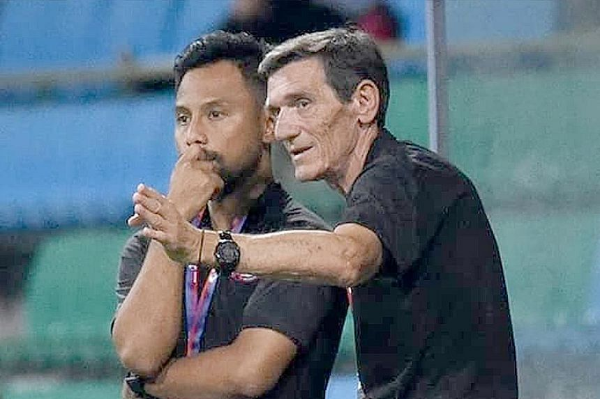 Noh Rahman, pictured with Raddy Avramovic, will take over as interim head coach of Home United. PHOTO: FB/TAMPINES ROVERS