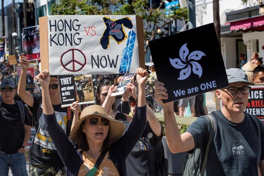 Mr You Wenze, spokesman for the Foreign Affairs Committee of the National People's Congress, said that some US politicians have glorified violent crimes in Hong Kong as protests for human rights and freedom.