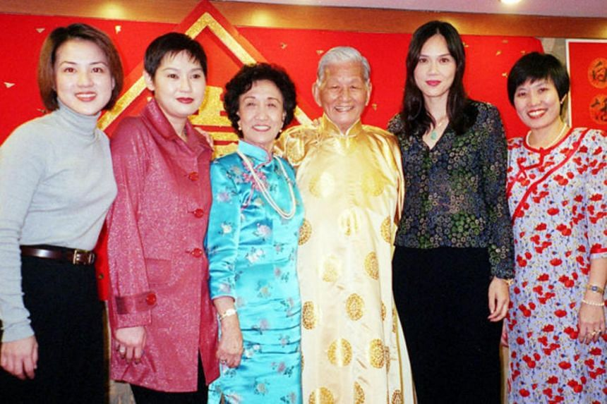 File photo of Bai Yan and his wife Ye Qing at his 80th birthday bash with god-daughters, former actresses (from left) Chen Bifeng, Ye Sumei and Zeng Huifen, as well as their daughter Yan Xiaoqing.