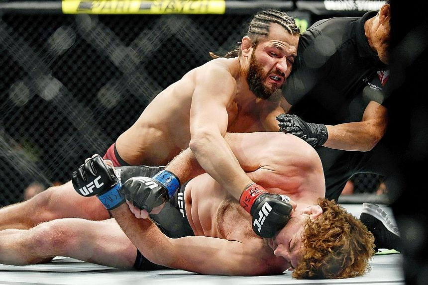Jorge Masvidal landing punches on Ben Askren, forcing referee Jason Herzog to stop the July 7 fight in Las Vegas. The five seconds Masvidal took set a new record for the fastest knockout in UFC history. PHOTO: REUTERS