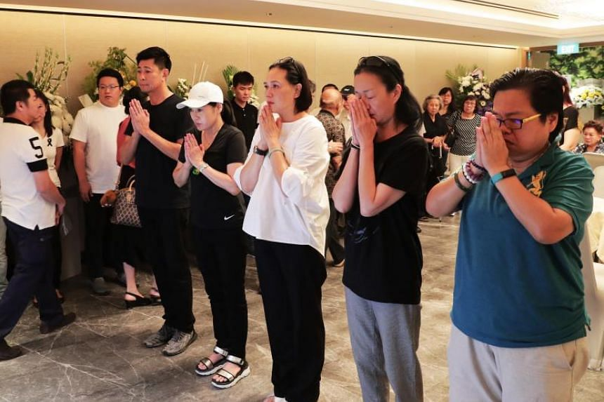 (From left) Actor Huang Shinan and Bai Yan's god-daughters Ye Sumei and Zeng Huifen were among those turned up to say their final goodbye to Bai at his funeral on Aug 23.