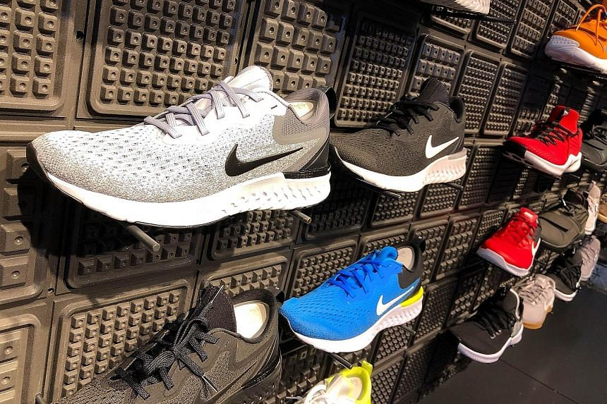 The exodus of global sportswear labels is forcing Chinese factories to offer discounts for the use of their idle production lines, says Mr Ding Shui Po, chairman of sportswear maker Xtep. He adds that for China's sportswear exports industry, the grow