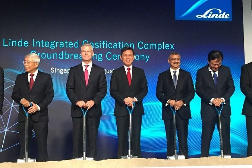 (From left) ExxonMobil Asia Pacific chairman and managing director Gan Seow Kee, Linde chief executive Steve Angel, Trade and Industry Minister Chan Chun Sing and Linde Asia Pacific chief executive Sanjiv Lamba at the groundbreaking ceremony of indus