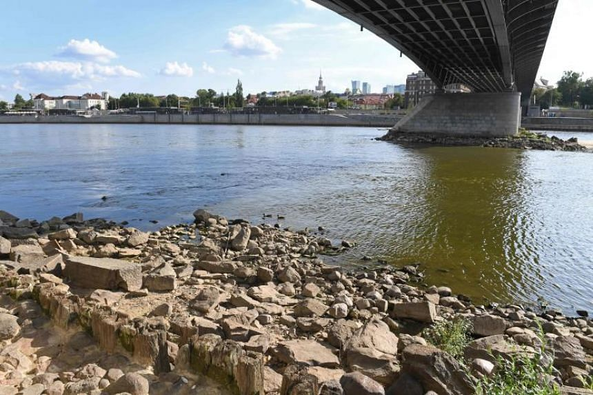 The sewage is being discharged at about 3,000 litres a second at Warsaw's northern edge and goes north without affecting the city's waters.