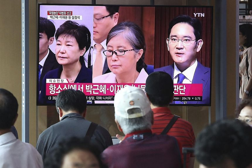 A news programme in Seoul yesterday showing (from left) South Korea's former president Park Geun-hye, her confidante Choi Soon-sil, and Samsung Group heir Lee Jae-yong as the country's top court sent Lee's case back for review by a lower court.