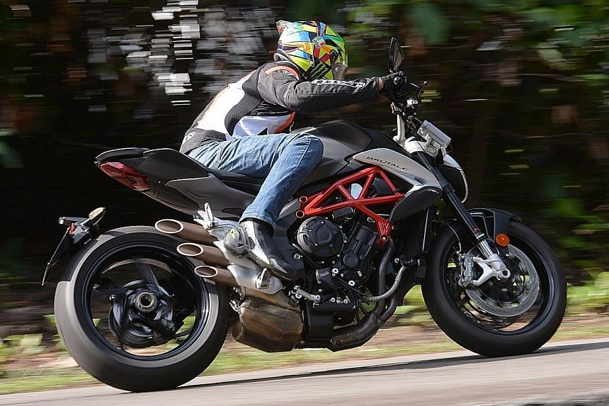 The MV Agusta Brutale 800 comes with Pirelli Diablo Rosso III tyres, allowing the bike to corner quickly and predictably.