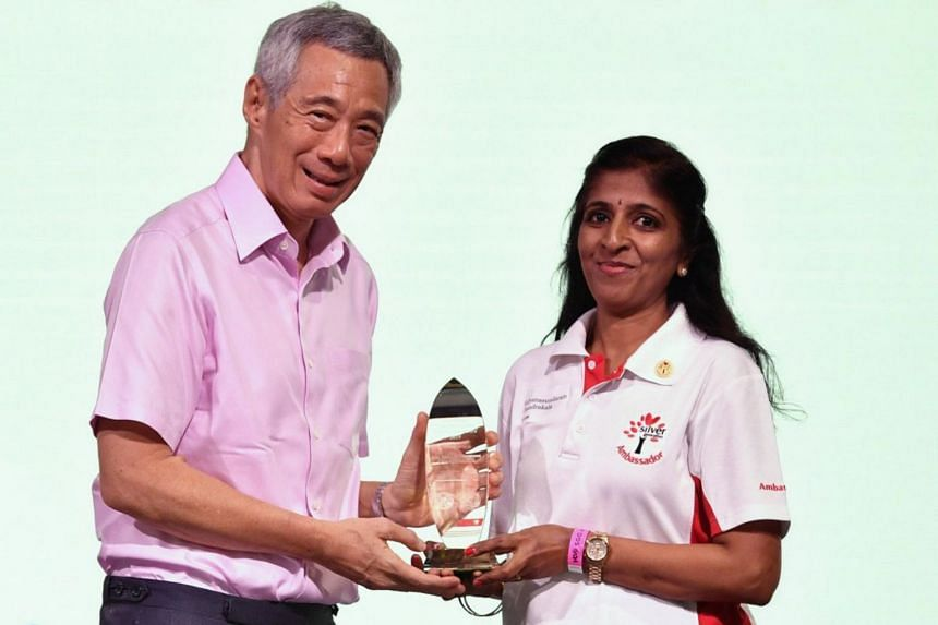 Prime Minister Lee Hsien Loong presents an award to Madam Kalyanasundaram Chandrakala during Silver Generation Office's (SGO) fifth anniversary lunch on Sept 1, 2019.