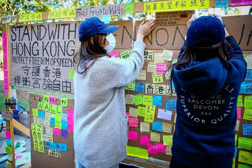 Supporters of the Hong Kong pro-democracy protests posting notes on a board at the University of Queensland in Brisbane, Australia, last month. A clash at the university between pro-democracy and pro-Beijing protesters during a demonstration over the