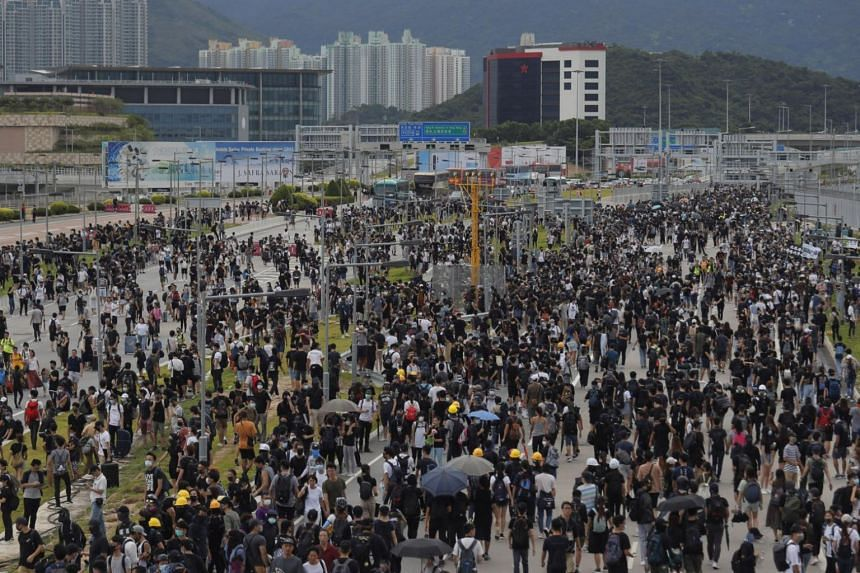 Violence escalates in Hong Kong after march is banned