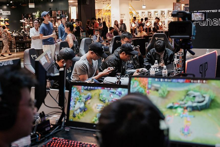 Singtel's PVP Inter-Campus League last weekend saw more than 90 teams from tertiary institutions in Singapore taking part. Gamers are hoping for greater public recognition of e-sports. The new MacBook Pro performs well, but it is expensive.