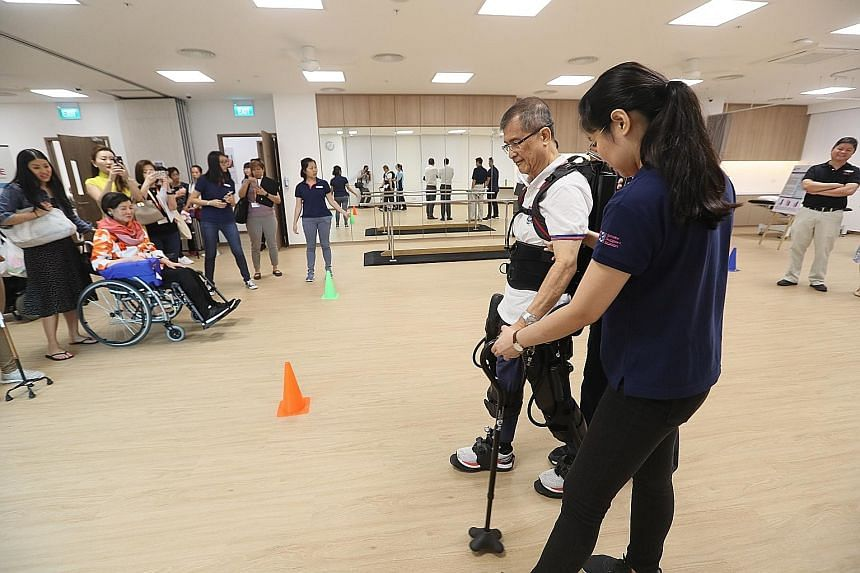A patient undergoing therapy at a centre run by voluntary initiative Stroke Support Station. According to the Singapore Stroke Registry Annual Report 2016, there were more than 7,000 stroke cases in Singapore that year. PHOTO: LIANHE ZAOBAO