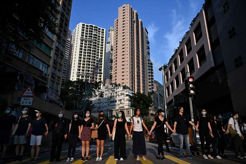 Students, alumni and teachers in the Mid-Levels area take part in a joint 'school human chain rally' in Hong Kong, on Sept 9, 2019.
