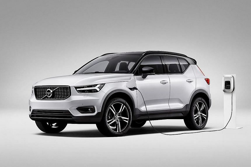 The front-wheel-drive hybrid system uses a 180hp three-cylinder 1.5-litre petrol engine coupled with an 82hp electric motor to achieve a combined output of 262hp, making it the most powerful XC40 (above).