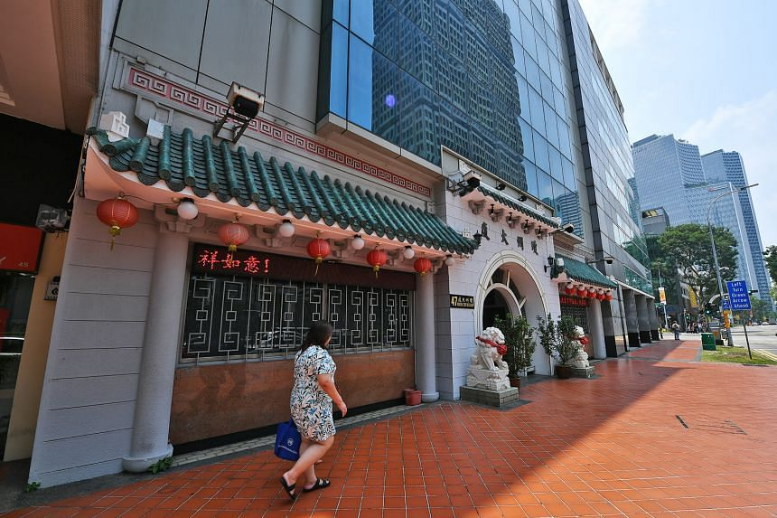Hwee Kuan president Phua Kiah Mai (left) says he is willing to sit down and talk things out with THK chairman Foo Jong Peng. Above: The Beach Road building, long seen as a home for the Hainanese community in Singapore, now bears a sign that reads Khe