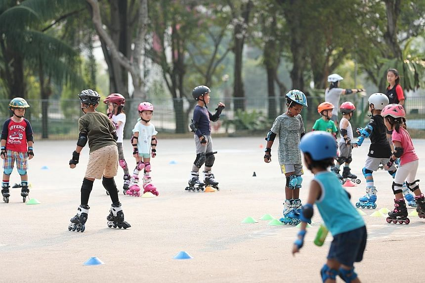 Children playing at Bishan-Ang Mo Kio Park at 5.30pm yesterday. The PSI eased to 104-114 at 3pm, from up to 124 in the morning. By midnight, it had further dropped to 82-96, within the moderate range.