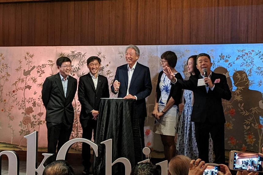 Senior Minister Teo Chee Hean with (from left) Mr Chen Hwai Liang, supervising editor of ThinkChina; Mr Anthony Tan, deputy chief executive of SPH; Ms Lee Huay Leng, head of SPH's Chinese Media Group; and ThinkChina editor Chow Yian Ping.