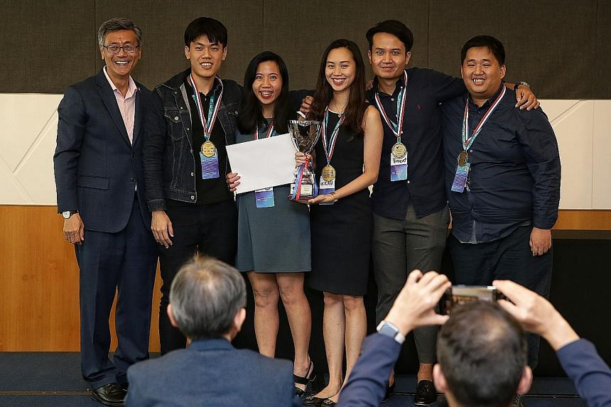 NUS president Tan Eng Chye (far left) with members of NUS' 5 Peas in a Pod - (from left) Mr Xavier Xie, 24, Ms Rebecca Tan, 25, Ms Victoria Teo, 22, Mr Vincent Leow, 24, and Mr Teo Kai Cheng, 26. The team, from the NUS School of Computing, was one of