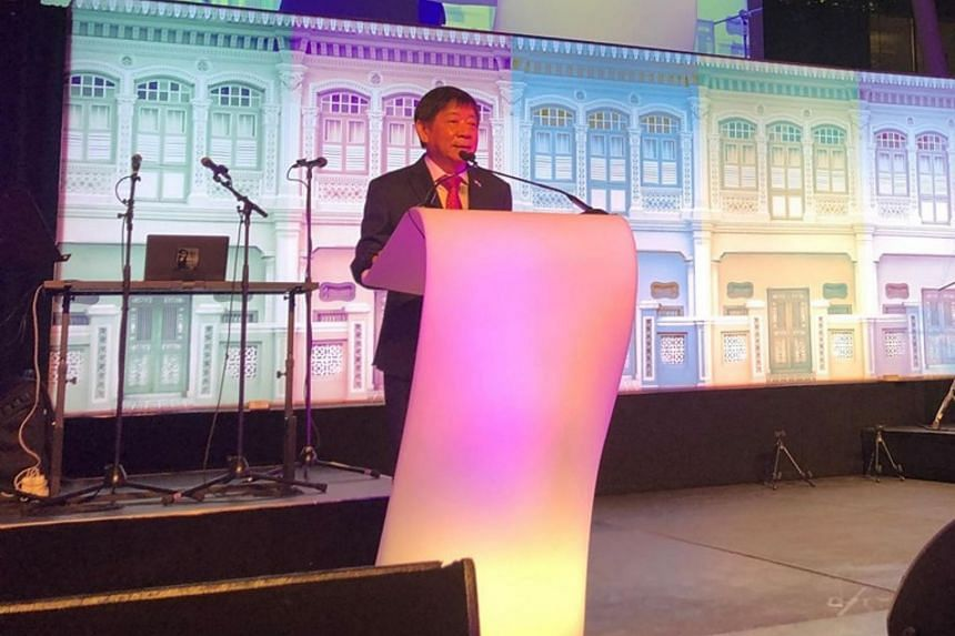 Mr Khaw Boon Wan speaking at the Peranakan-themed reception for ICAO members in Montreal.