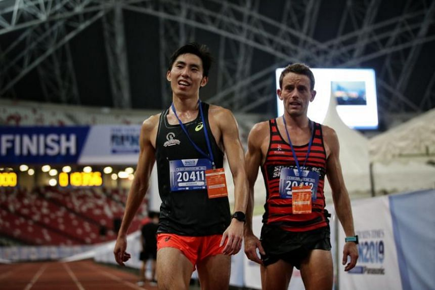 Soh Rui Yong (left) finishes second behind Briton Nick Impey in the 18.45km race of The Straits Times Run at National Stadium on Sept 29, 2019.