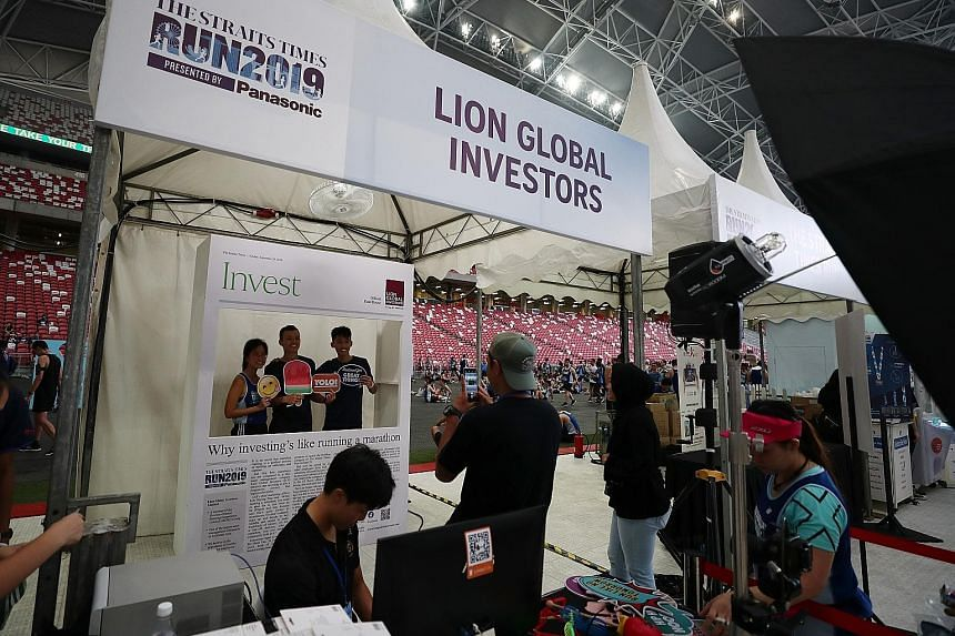Runners getting their snapshots at Lion Global Investors' booth.