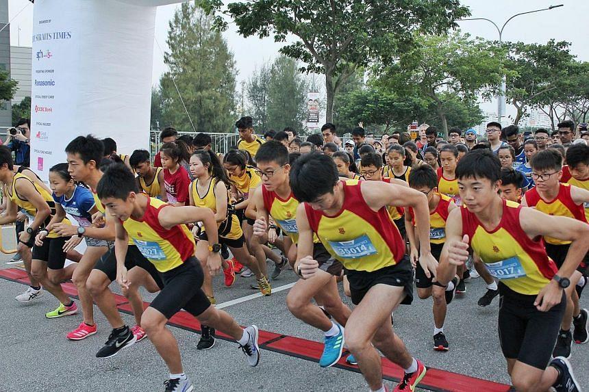 Students in the Schools Challenge racing off the start line.