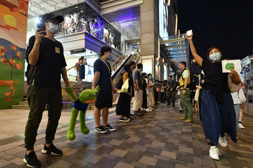 Protesters forming a human chain from Tsim Sha Tsui to Prince Edward in Hong Kong on Sept 30, 2019.