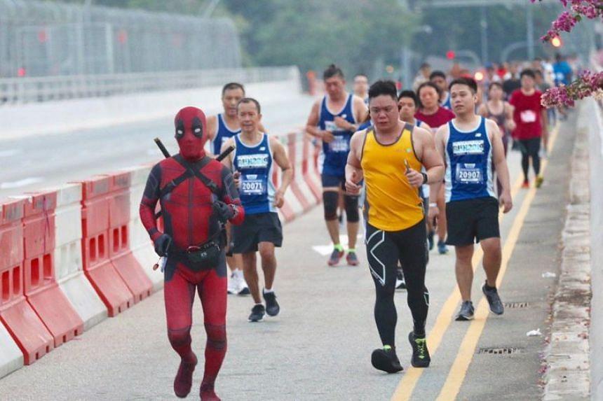 Participants running along Esplanade Drive during the 18.45km run.