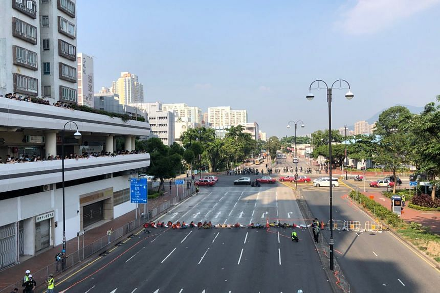 Protesters have built a barricade on Yuen Wo Road in Sha Tin to face off with the riot police.