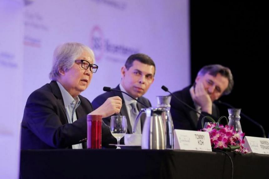 Professor Tommy Koh, Straits Times editor and editor-in-chief of Singapore Press Holdings English/Malay/Tamil Group Warren Fernandez and Bloomberg News editor-in-chief John Micklethwait during a dialogue at the Singapore Bicentennial Conference on Oc