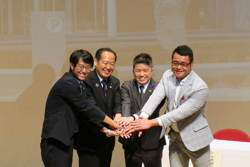 (from left) Rikuzentakata Deputy Mayor Masayuki Okamoto, Mayor Futoshi Toba, Deputy Chief of Mission at the Embassy of Singapore in Japan Ethan Chua and Singapore Tourism Board Regional Director for North Asia Markus Tan pose in front of a photograph