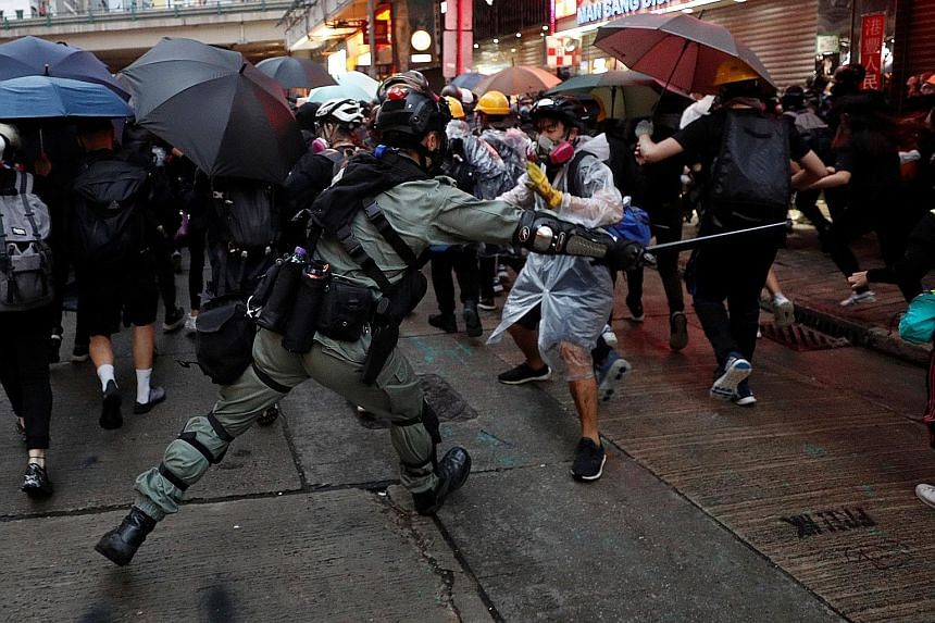 Hong Kong ready to ask Chinese army to step in