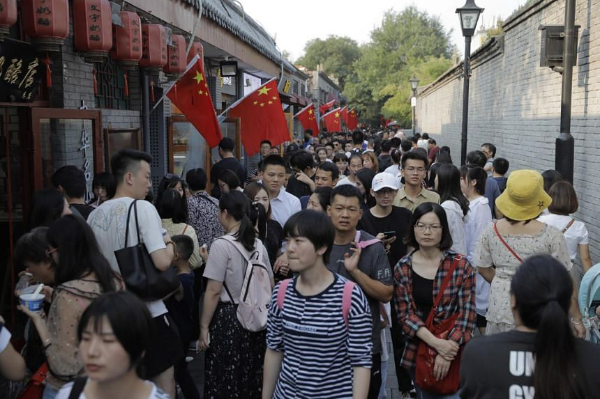 The number of mainland residents travelling abroad in the first six days of October fell 15.1 per cent compared to a year ago, the State Immigration Administration said.