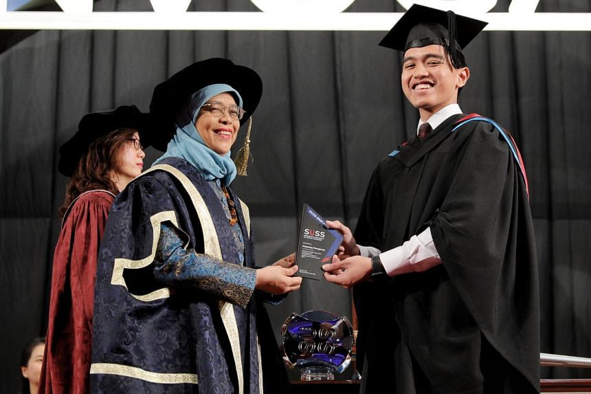 Kaesang Pangarep, youngest son of Indonesia President Joko Widodo, receives the SUSS-EMP Alumni Entrepreneurship Award from President Halimah Yacob at the SUSS Graduation Ceremony on Oct 9, 2019.