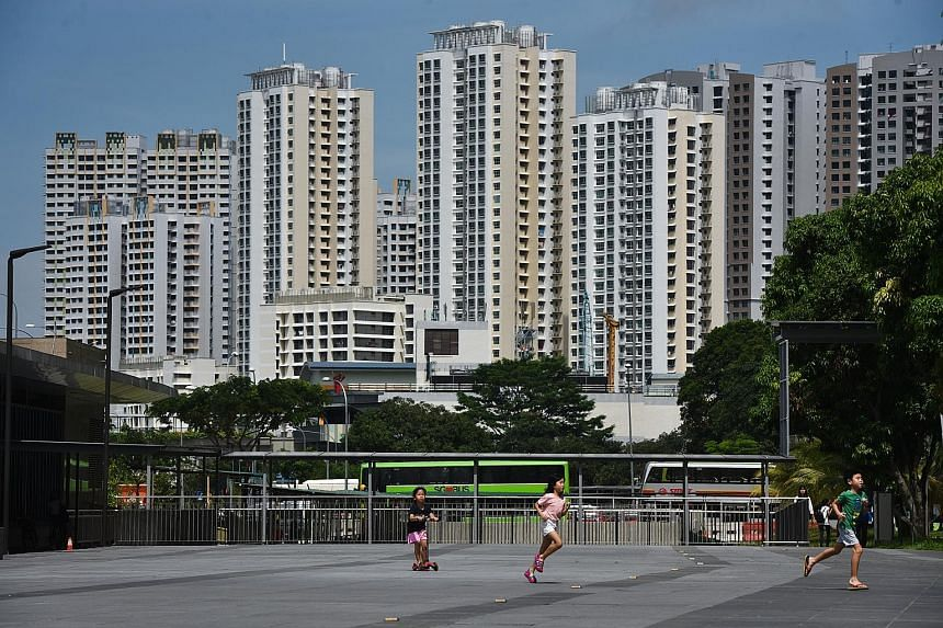 Housing Board flats near Downtown MRT station in Bukit Panjang. HDB rents dipped 0.3 per cent last month from August, and were down 14.8 per cent from the peak in August 2013. But rents were up 1.1 per cent, compared with September last year.