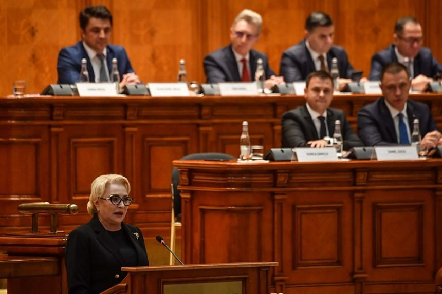 Romania government collapses after no-confidence vote